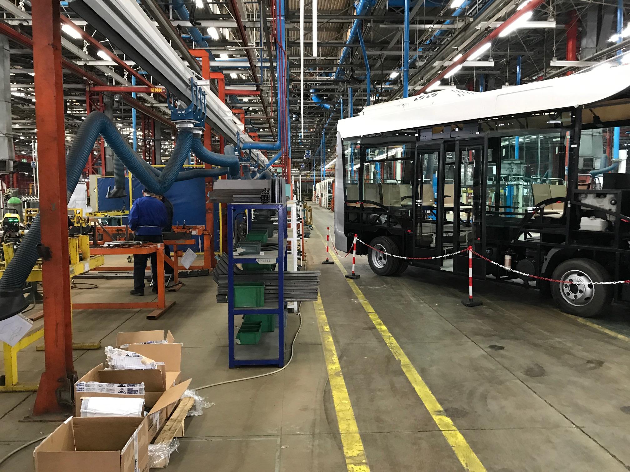 industria italiana autobus apre le porte di flumeri